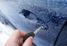 车门在一个冷的结冰的冬天早晨 免版税库存照片
