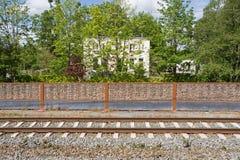 轨道在Diemen和荷兰犹太公墓在Ouddiemerlaan的146 Diemen 免版税库存图片