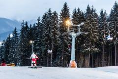 轨道的滑雪者 库存照片