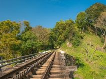 轨道的部分和在Nilgiri山铁路的一座桥梁在Mettupalayam 库存图片