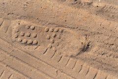 轨道鞋子和车轮在沙子 库存图片