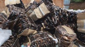 转储工业废料-塑料瓶 库存图片