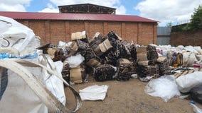 转储工业废料-塑料瓶 免版税库存照片