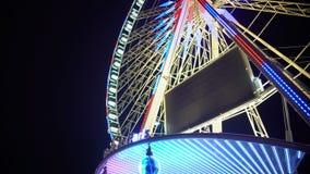转动云香de巴黎的轮子,夜都市风景观察的娱乐乘驾 股票视频