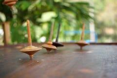 转动从日惹,印度尼西亚的木Gasing或上面 图库摄影