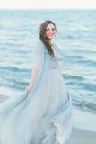 转动在海滨的快乐的新娘 库存照片