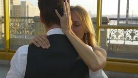 转动在舞蹈的浪漫新婚佳偶夫妇 影视素材