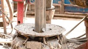 转动在轮盘钻井的钻杆 股票视频