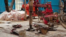 转动在轮盘钻井的钻杆 股票录像