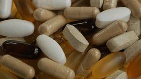 转动很多医学的胶囊和的药片 生物活跃添加剂 股票录像