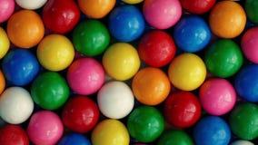 转动特写镜头的Bubblegum球 股票视频