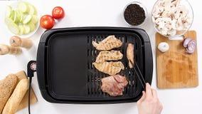 转动猪肉五个片断在格栅的 影视素材