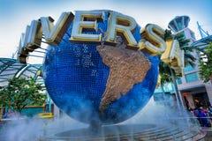 转动的地球喷泉 免版税库存图片