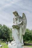 转动的天使雕象Natchez市公墓,密西西比 免版税库存照片