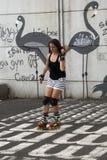 转动的女孩,当滑冰线型时 免版税库存图片