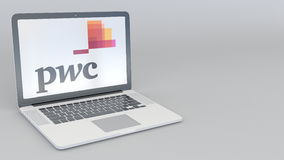 转动的开头和闭合值的膝上型计算机有罗兵咸永道PwC商标的 计算机科技概念性社论4K 向量例证