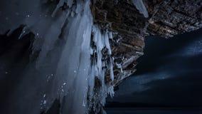 转动的星天空在晚上 看法通过冰洞 影视素材