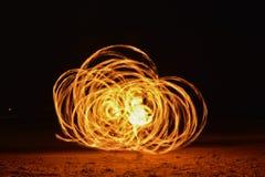 转动的燃烧的Poi 免版税图库摄影