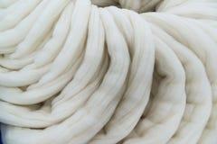转动的过程的羊毛上面 库存照片