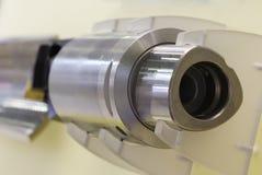 转动的钢 钢处理的切削刀 圆柱形磨房 库存照片
