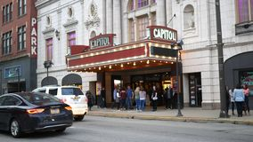 转动,WV -大约2019年4月1日-人群会集入转动的仅WV社论用途国会大厦剧院 影视素材