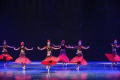 转台式吐鲁番女孩中国民间舞 库存图片