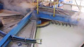 转台式煮糖罐过滤器 影视素材