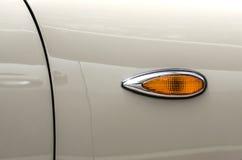 转弯信号灯减速火箭的汽车 免版税库存图片