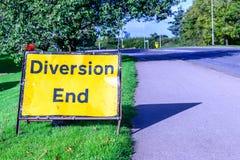 转换在步行小径英国路的末端标志 库存图片