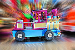 转盘汽车在圣诞节市场上 免版税库存图片