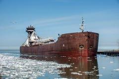 货轮和冰 免版税库存图片