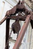 滑轮在公墓,细节 免版税库存图片
