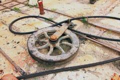 轮子和缆绳 免版税库存照片