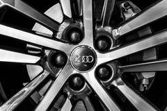 轮子和紧凑豪华天桥SUV奥迪Q5体育2的闸零件 tronic 0 TDI的quattro S 库存照片