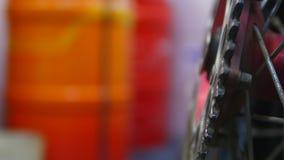 轮子在车库的摩托车修理 库存照片