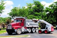 轮子装载者装货卡车 免版税库存图片