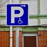 轮椅在街道的交通信号在毕尔巴鄂市 库存照片