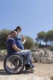 轮椅夫妇注视 库存图片