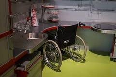 轮椅用户的厨房 库存照片