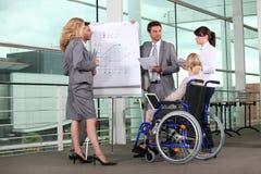 轮椅的女实业家 库存图片