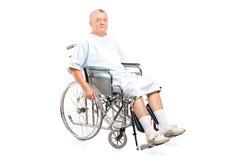 轮椅的男性患者 免版税库存照片