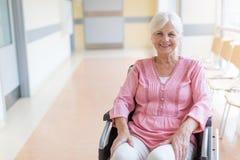 轮椅的资深妇女在医院 图库摄影