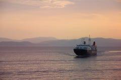 轮渡到埃伊纳岛海岛,希腊 免版税库存图片