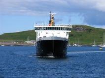 轮渡卖力海岛 库存照片