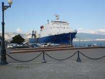 轮渡塞瓦斯托波尔在港口城市新罗西斯克 库存图片