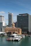轮渡大厦和汇丰办公室在奥克兰 免版税库存图片