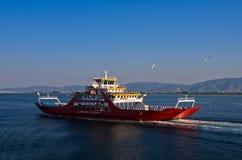 轮渡朝向到Limenas港口在Thassos海岛  库存照片