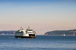 轮渡横穿普吉特海湾 免版税库存图片
