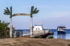 轮渡的船坞对Cayo Levisa 库存照片