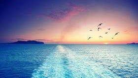 轮渡航行的甲板横跨在beauti期间的地中海 库存照片